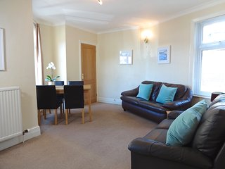 2 bed Apartment, walk to Torquay harbour & beaches - Torquay vacation rentals