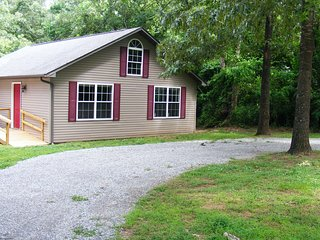 Comfortable Guest house with Deck and Internet Access - Flippin vacation rentals