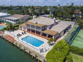 6BR Luxury Waterfront Estate – Gourmet Kitchen, Large Pool, Minutes to - Fort Lauderdale vacation rentals