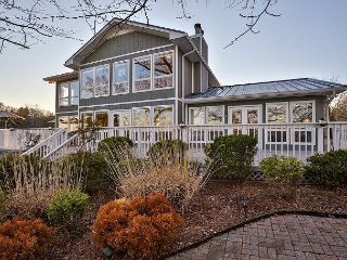 High-End Waterfront Lake House w/ Boat Dock – Close to Downtown Nashville - Mount Juliet vacation rentals