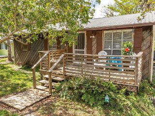 Breezy Sanibel Island Bungalow – Screened Porch & Bicycles for Guest Use - Sanibel Island vacation rentals