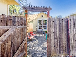 Juanitas Casita: 1BR Sonoma Cottage w/ Hot Tub & Garden–Close to Wineries - Sonoma vacation rentals