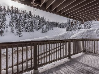 Ski-In/Ski-Out to Stagecoach – Watch Skiers from the Private Hot Tub - Stateline vacation rentals