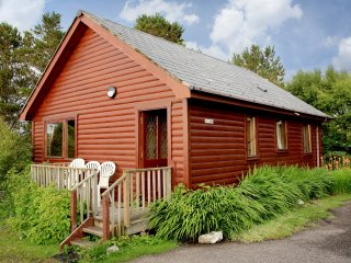 Cosy Lodge, sleeps 5- Nr Arisaig & the Beach - Arisaig vacation rentals