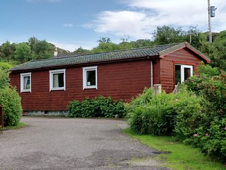 Cosy Lodge, Sleeps 4- close to Arisaig & the Beach - Arisaig vacation rentals