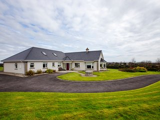 Dublin Coastal Town Luxury Home Easy Access to Airport / City - Skerries vacation rentals
