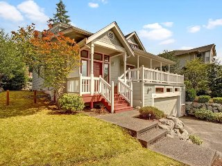 4 Bedroom Modern Farmhouse Located on Kenmore/Bothell Border - Kenmore vacation rentals