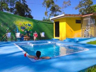 Fortuna's Best - Pura Vida House - for large groups on a budget - La Fortuna de San Carlos vacation rentals