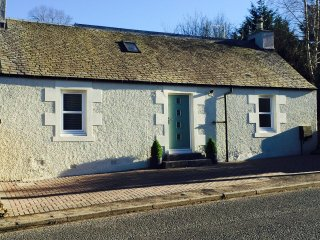 Ivy Cottage - Auchterarder. Beautifully modernised and close to all amenities - Auchterarder vacation rentals