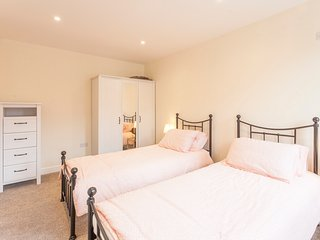Serviced Apartment, Chelmsford, 5 mins to Station! - Chelmsford vacation rentals
