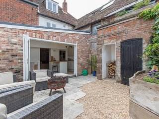 Beautiful listed town house in the centre of Chichester near Goodwood - Chichester vacation rentals