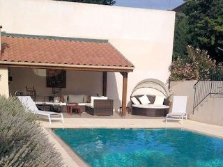 Puissalicon holiday apartment South of France with pool, sleeps 2 - Puissalicon vacation rentals