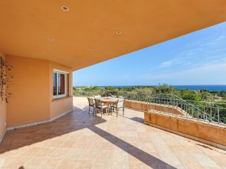 Villa vue sur la mer dans un domaine privé proche - Pinarellu vacation rentals