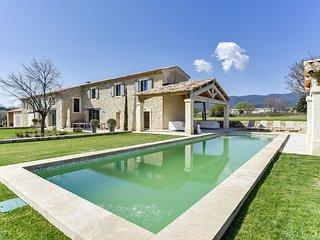 Mas provençal avec piscine au pied du massif du Lu - Cucuron vacation rentals