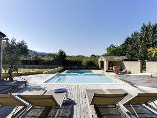 Bastide provençale avec double piscine - Taillades vacation rentals
