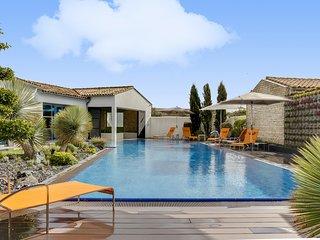 Luxueuse villa avec piscine chauffée et spa à Sain - Sainte Marie de Re vacation rentals