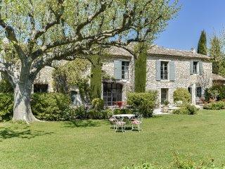 Magnifique domaine et son mas provençal dans les A - Eygalieres vacation rentals