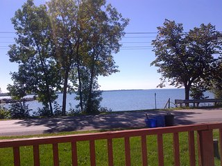 Relaxing lakefront cottage getaway - Brechin vacation rentals