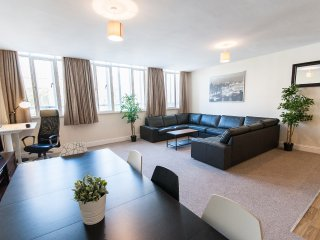 Ideally Located Spacious Bristol City Centre 3 Bed - Bristol vacation rentals