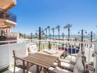 Beach front property with stunning sea views in Sitges. - World vacation rentals