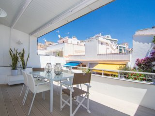 Elegant and centrally located with two terraces in Sitges. - World vacation rentals