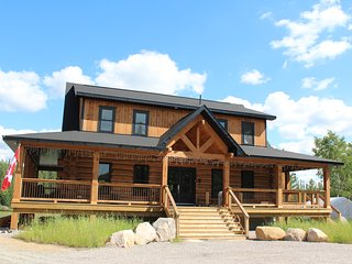 Algonquin Moose Lodge- Off the Grid (Dont worry it has electricity lol) - Algonquin Park vacation rentals