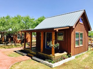 NEW Charming Country Tiny Home Cabin, 10 miles north of Magnolia, Waco, Baylor - Lacy Lakeview vacation rentals