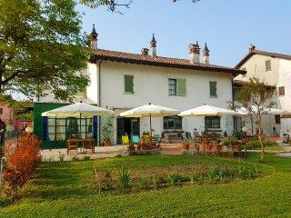 Bright Bed and Breakfast in Casalpusterlengo with Deck, sleeps 12 - Casalpusterlengo vacation rentals