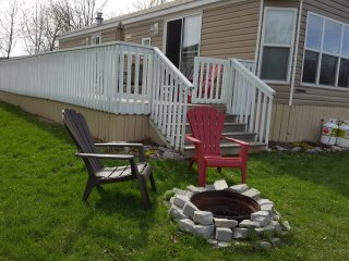 Nice 2 bedroom Campbellford Cottage with Deck - Campbellford vacation rentals