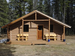 3 bedroom Cabin with Parking in Dease Lake - Dease Lake vacation rentals