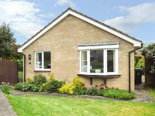 GOLDINGS, ground floor, woodburner, ideal location, in Wells, Ref 952265 - Wookey Hole vacation rentals