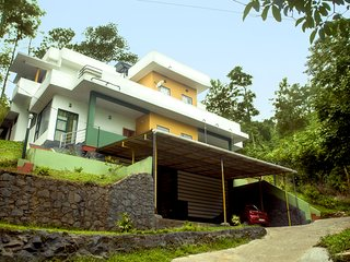 Convenient 4 bedroom Villa in Lakkidi with Internet Access - Lakkidi vacation rentals