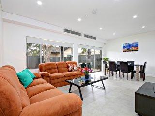 VILLA FOWLER - SYDNEY 5Bdrms, Brand New - Guildford vacation rentals