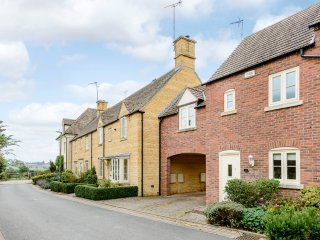 Cotswold cottage for four in a village location with award winning pub - Ebrington vacation rentals