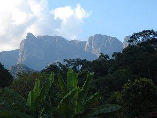 Muito verde, ar puro e água corrente geladinha - Guapimirim vacation rentals