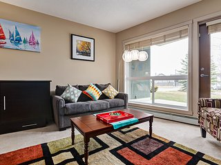 Beautiful Condo, 15 Mins From C-Train To Calgary Stampede Sleeps 6 - Calgary vacation rentals