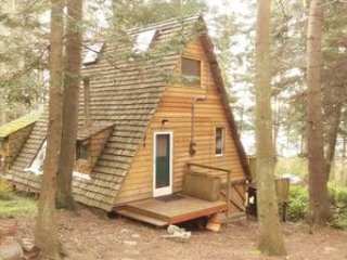 Cozy A-Frame cabin in Woodsy setting near the Skagit Bay - La Conner vacation rentals