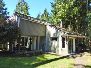 Nice 3 bedroom Parksville Apartment with Deck - Parksville vacation rentals