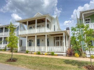 Picturesque home with views of Lake Eufaula! - Eufaula vacation rentals
