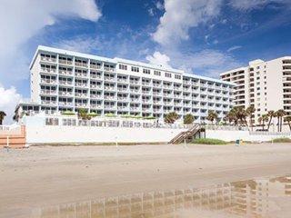 Price Drop! Daytona SeaBreeze 1 BR Ocean Front - Race & Relax (June 29-July 5) - Daytona Beach Shores vacation rentals
