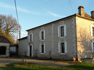 Beautiful Country House on 7ha with private heated pool and lake, sleeps 10 - Montmoreau-Saint-Cybard vacation rentals