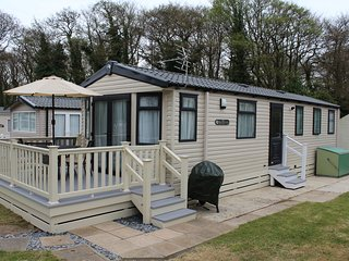 Luxary 3 Bedroom Caravan - Set in the 5 star rated Shorefield Country Park - Milford on Sea vacation rentals
