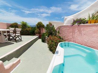 PINK Cave, 3 terraces outdoor jacuzzi Caldera View - Oia vacation rentals