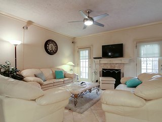 Charming Townhouse with Internet Access and A/C - Piney Point Village vacation rentals