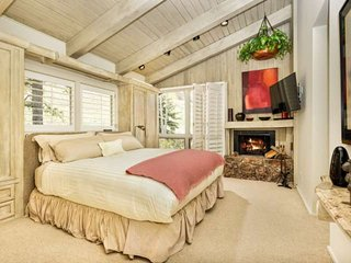 Aspen Mtn Views, outdoor pool, 3 blocks to town, AC, patio, parking. New rates - Aspen vacation rentals