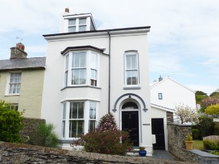 BODLONDEB, Victorian townhouse, woodburning stove, WiFi, off road parking - Tywyn vacation rentals