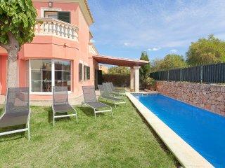 Nice 4 bedroom Chalet in Puig de Ros with Internet Access - Puig de Ros vacation rentals