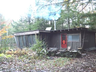 Charming 1 bedroom Leeds Cabin with Parking - Leeds vacation rentals