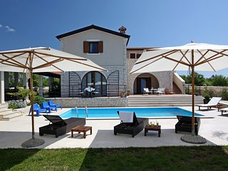 Villa Histra - relax in peace and complete privacy - Cabrunici vacation rentals