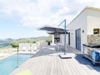 Villa neuve vue mer sur les hauteurs de L´Île-Rous - Monticello vacation rentals